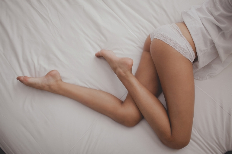 Las Vegas sexy photography pictures. White lingerie and bed.